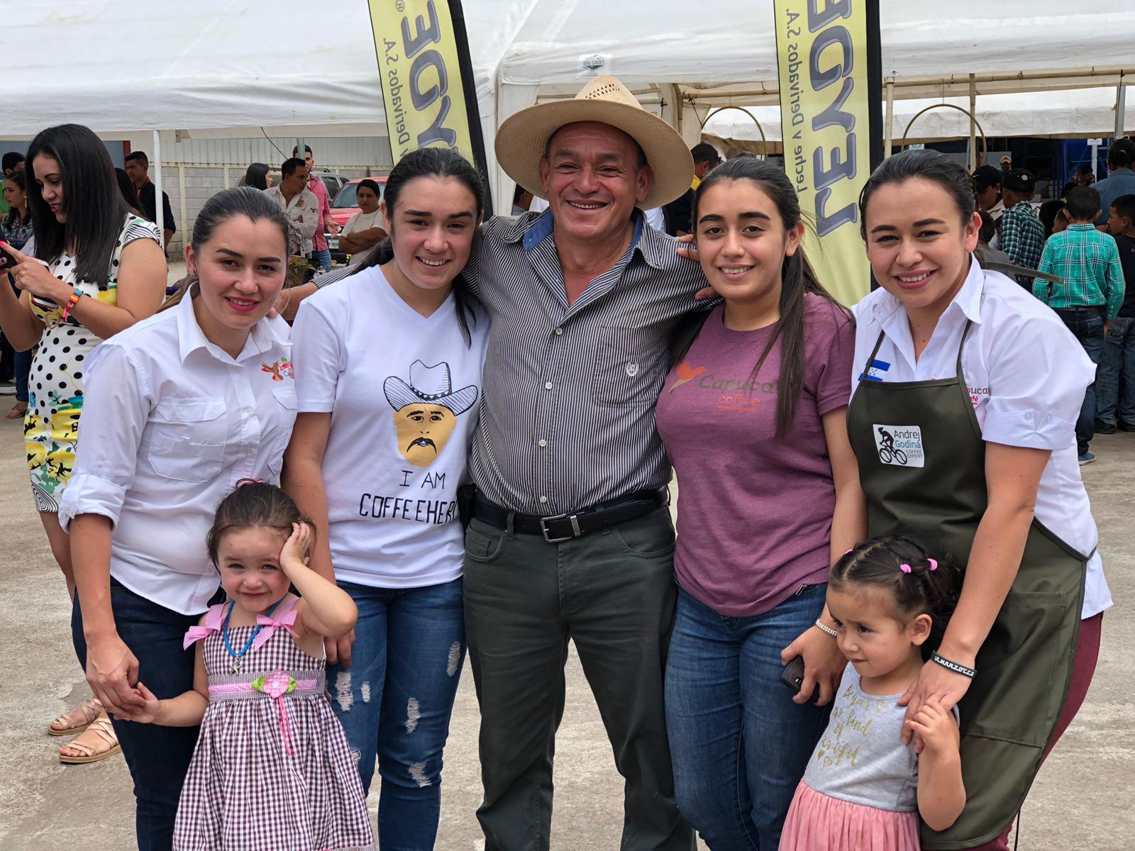 Claudia, Dulce Maria, Francisco, Delmi e Lourdes Villeda